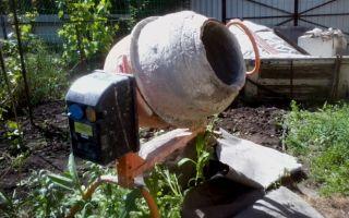 Очищаем бетономешалку от застывшего бетона