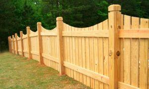 Как сделать и установить деревянные столбы для забора?