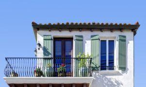 Какой должна быть высота ограждения балкона в жилых зданиях?