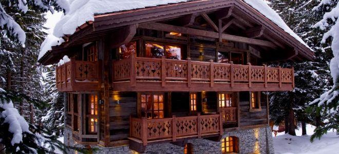 Монтаж и разновидности ограждений для балкона из дерева