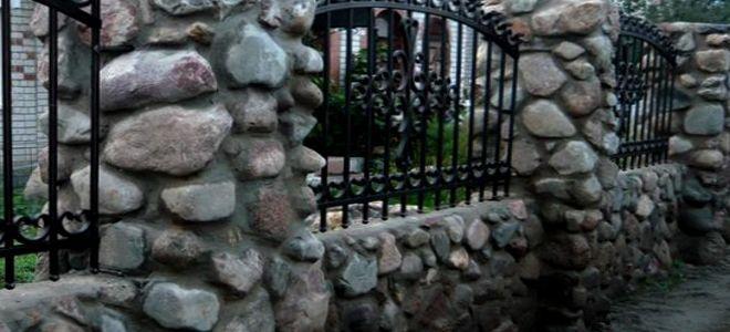 Кладка столбов из камня для забора