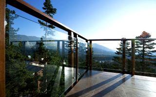 Обзор стеклянных ограждений для балкона
