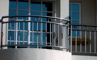 Преимущества балконных ограждений из нержавеющей стали и монтаж своими руками