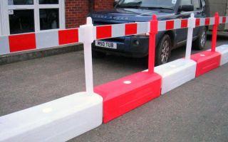 Конусообразные и барьерные пластиковые дорожные ограждения