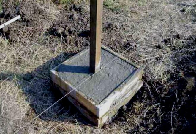 бетонирование столба для забора