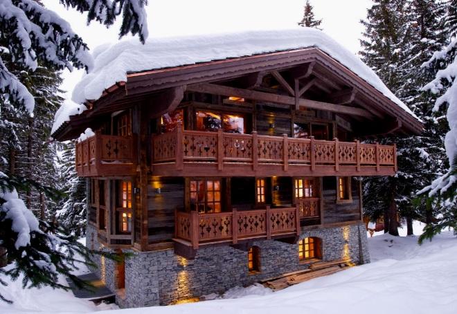 дом с деревянными балконами