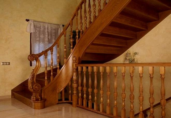 перила деревянные для лестниц